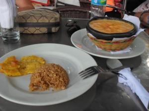arroz con coco y sopa de mariscos. to diiiiiiiiiiie for.